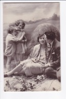 Lot 3 Cartes Photo -Famille Mise En Scène Devant Décors De Campagne (années 1945 - 1950) - Autres