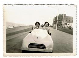 Petite Photo 9 Cm X 6 Cm - Littoral Belge - Dames Dans Un Cuistax / Voiture à Pédales - 2 Scans - Automobile