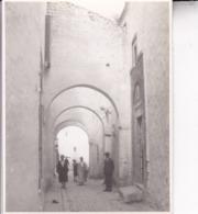TUNIS Tunisie Ambiance De Rue 1923 Photo Amateur Format Environ 7,5 Cm X 5,5 Cm - Luoghi