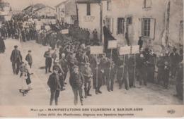 CPA Bar-sur-Aube - Mars 1911 - Manifestations Des Vignerons - Calme Défilé Des Manifestants, Drapeaux (très Belle Scène) - Bar-sur-Aube