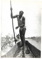 TCHAD - Un Piroguier Sara, Rejoint Son Village, Région De Fort-Lamy - Tschad