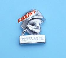 Pins Pompiers, Casque F1, C.S De SAINTE MAURE, AUBE - Brandweerman