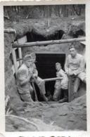 Photo De Soldat Allemand Creusant Pour Faire Un Bunker Souterrain En 39-45 - Guerra, Militares