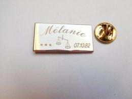 Superbe Pin's , Naissance Mélanie , 07/10/82 - Autres