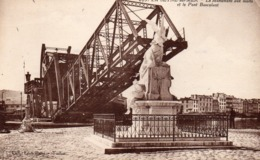 83 LA SEYNE SUR MER LE MONUMENT AUX MORTS ET LE PONT BASCULANT CLICHE UNIQUE - La Seyne-sur-Mer