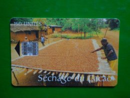 Télécarte Camerou, 150 Unités, Séchage Du Cacao, Doubles Numéros, Utilisé, Traces - Kamerun