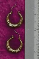 Wunderschöne Goldene Creolen Mit Kleinen Stein In Gold Punziert 333 - Gewicht 2 Gramm - Siehe 2 Scan - Oorringen