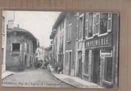 CPA 01 - MEXIMIEUX - Rue De L'Eglise Et L'Imprimerie TB PLAN CENTRE ANIMATION + TB DEVANTURE MAGASIN à Droite - Autres Communes