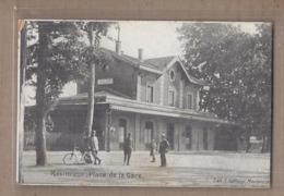 CPA 01 - MEXIMIEUX - Place De La Gare TB PLAN EDIFICE FERROVIAIRE CHEMIN DE FER ANIMATION - Autres Communes