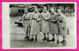 Cp Photo - Militaire De La 402e - Groupe De 5 Militaires Avec Engin à Identifier Derrière - Guerre 1914-18