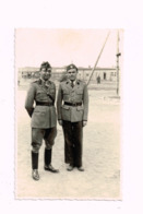 Capitaine Belge Et Officier étranger. - Guerra, Militares