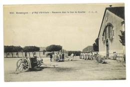 CPA 25 BESANCON 4eme REGIMENT D'ARTILLERIE MANOEUVRE DANS LA COUR DU QUARTIER - Besancon