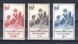 """Lot De 3 """"Timbres De Bienfaisance Des PTT"""" (cote 10 Euros) N°81 à 83 - Abarten Und Kuriositäten"""