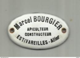 """03  ESTIVAREILLES . PLAQUE EMAILLEE DE """" Mr MARCEL BOURGIER """" APICULTEUR CONSTRUCTEUR . DIM 5 X 3  Cm - Farm"""