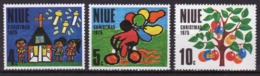 Niue 1973 Set Of Stamps Issued To Celebrate Christmas. - Niue