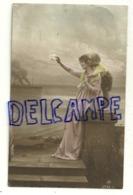 Photographie Montage . Jeune Femme Et Enfant Sur Un Quai, Mouchoir, Bateau. 1919 - Illustrateurs & Photographes