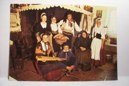 FOLKLORE Des VOSGES   - Veillée Devant La Cheminée De La Ferme - ( Pas De Reflet Sur L'original ) - Saint Die