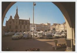 33 LIBOURNE - 50 -  Edts Théojac - Place Abel Surchamps. L'Hôtel De Ville XVI° Siècle. Voitures. - Libourne