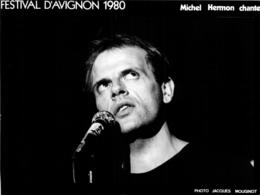 MICHEL HERMON CHANTEUR  AVIGNON FESTIVAL 1980 PHOTO DE PRESSE FORMAT 20 X 15 CM - Beroemde Personen