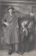 Santé - Gigantisme - Père Et Fils - Le Géant Savoyard Ferdinand Contat - 2 M 35 187 Kg - Health
