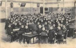 Passy-Froyennes - Animée, La 4e Division Dans La Salle De Jeux - Doornik