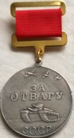 RÉPLICA Medalla Al Valor. Tanque T-35. 1938-1991. URSS. Rusia Comunista. - Rusia