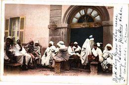 CPA Algérie-Alger-Arabes Devant Un Café (236956) - Autres Villes