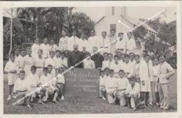 FOTOKAART NEDERLANDS INDIE 1935 WIJ DANKEN ONZE WELDOENERS, DE SEMINARISTEN VAN WOLOAN / CHURCH WOLUAN / Sulawesi Utara - Indonesia