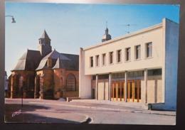 C. P. A. : 08 CARIGNAN (Ardennes) : La Salle Des Fêtes Et La Collégiale, En 1985 - Francia