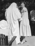 Photo Algérie. Tradition Et Modernité Féminines 1980. Photo Du Père G. Beeckmans - Afrique