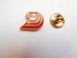 Beau Pin's , Logo ?? , Signé Winner - Pins