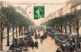 Rochefort-sur-Mer Très Animée Le Marché Rue De L'Arsenal - Rochefort
