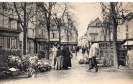 Chartres Très Animée Le Marché Aux Fleurs - Chartres