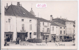 VAUVILLERS- CARTE-PHOTO- GRANDE RUE- LES COMMERCES- CYCLISTES- TAS DE BOIS- ECRITE EN 1952 - Autres Communes