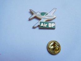 Beau Pin's En EGF ,  Carburant Essence BP , Aviation , Air BP , Signé Publibag - Avions