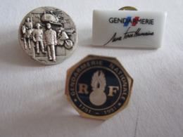 Pin's Pin S Lot De Trois Gendarmerie - Militaria