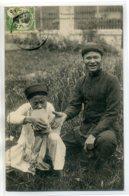 TONKIN Indigene Fumant Dans Une Brique -375 Collection Union Commerciuale Indochinoise   /D05-S2017 - Viêt-Nam