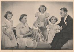 1 AK Niederlande * Königin Juliana - Prinzgemahl Bernhard Und Ihre 4 Töchter Beatrix, Irene, Margriet Und Christina 1950 - Familles Royales