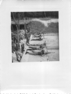 BEYNES CAMP DE FRILEUSE 1953 TIR A 50 METRES PHOTO ORIGINALE FORMAT 11 X 8 CM - Krieg, Militär