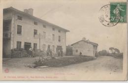 CERTINES - La Place - Personnage Devant Le Commerce Grains Et Farine à Gauche - Carte Animée. - Francia
