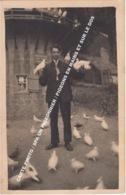 CARTE PHOTO / SPA UN PIGEONNIER / PIGEONS EN MAINS ET SUR LE DOS - Spa