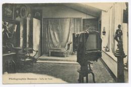 E148 Carte Postale Photographie Bernon Salle De Pose Mot Manuscrit Signé Bernon Verso Chambre - Altri