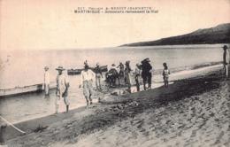 MARTINIQUE -  Senneurs Ramassant Leur Filet - Fort De France