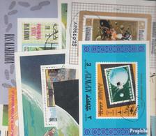 Motive Briefmarken-100 Verschiedene Weltraum Blöcke Und Kleinbögen - Space