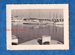 Photo Ancienne Snapshot - ANTIBES ? Environs ? - Le Port - Bateau Boat Ship - Cote D' Azur - Schiffe