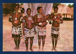Zimbabwe. Village Tonga. Femmes Fumant La Pipe à Eau Traditionnelle Et Enfant.1987 - Zimbabwe