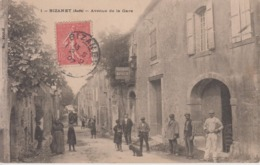 CPA Bizanet - Avenue De La Gare (jolie Animation Devant Restaurant-Buvette Renaissance) - Otros Municipios