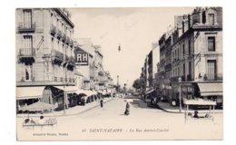 44 - SAINT NAZAIRE - La Rue Amiral-Courbet - Animée (F16) - Saint Nazaire