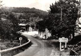 ST PIERRE DE COLOMBIER -07- COUR PITTORESQUE - Autres Communes