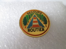 PIN'S  SECOURS  ROUTIER - Other